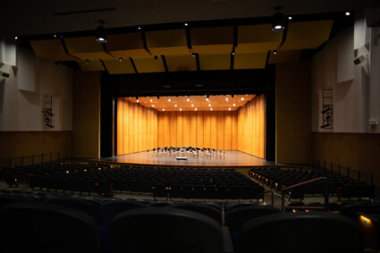 The 900-seat theatre features a Wenger Diva® Acoustical Shell with a maple veneer finish. The shell, known for its flexibility and superb acoustics, has 10 towers and three rows of ceilings.